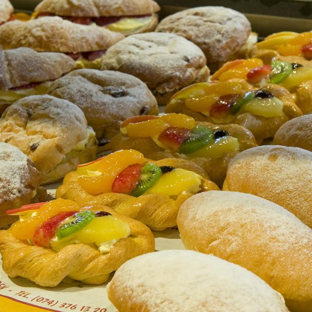Gebak, vlaai, puddingbroodjes, cake en koek