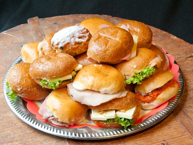 Groepslunch diverse luxe broodjes zelf samenstellen 1,75 euro per broodje