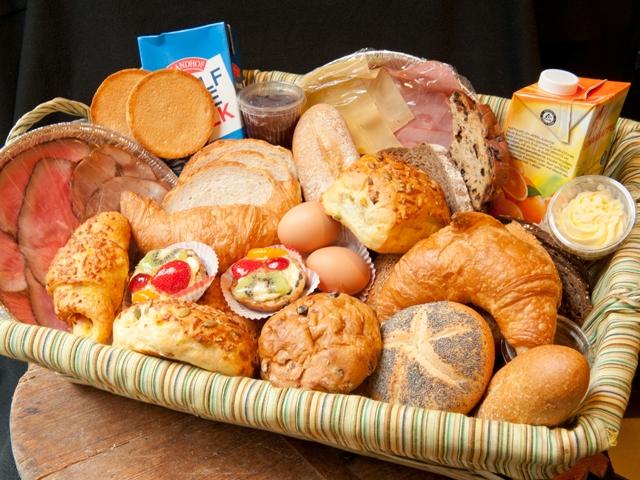Ontbijtmand minimaal 2 pers. 25,00 euro